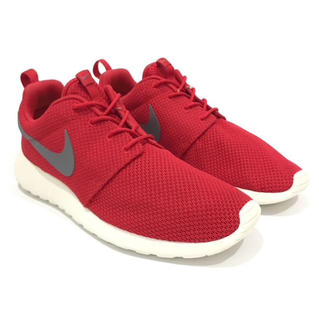 size 40 60ba9 02d42 NIKE Roshe Run Red   White Shoes, Men s US 9, Men s Fashion on Carousell
