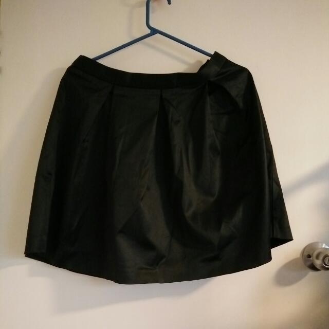 NWT Portmans Black Satin Skirt Sz 10