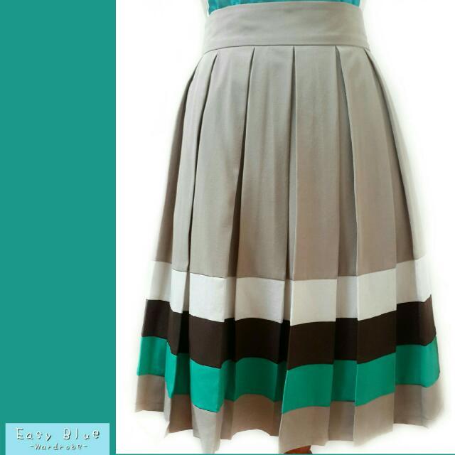 Pleats Skirt Solemio In Taupe