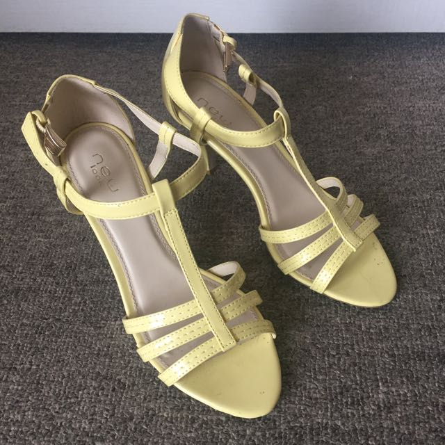 Size 6 Pastel Yellow Sandals