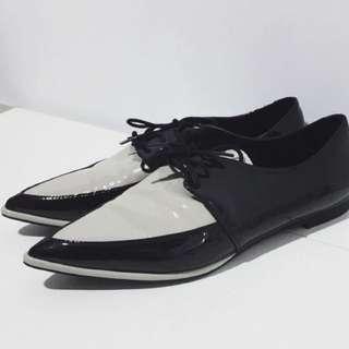 ZARA 雙色漆皮尖頭紳士鞋