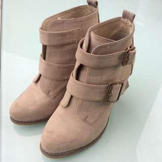 Novo Tan Boots