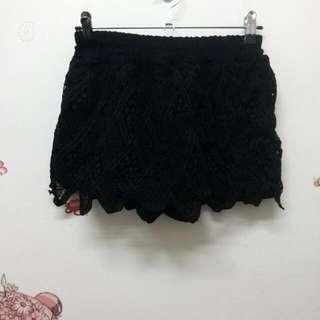繡花黑短褲