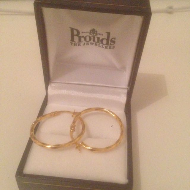 Gold Hoop Earings Never worn