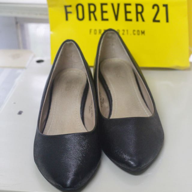 HERLS 黑色低跟鞋