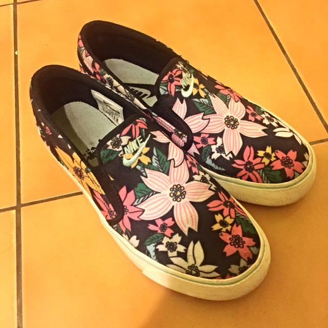Nike 花卉 懶人鞋 724769-003 23.5cm
