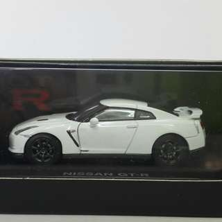 1/64 Kyosho GT-R R35 經典白