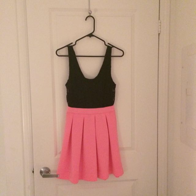 Black.lace pink.pleated dress*