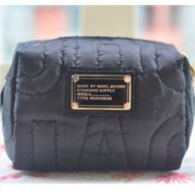 LOOKING FOR- marc jacobs makeup bag