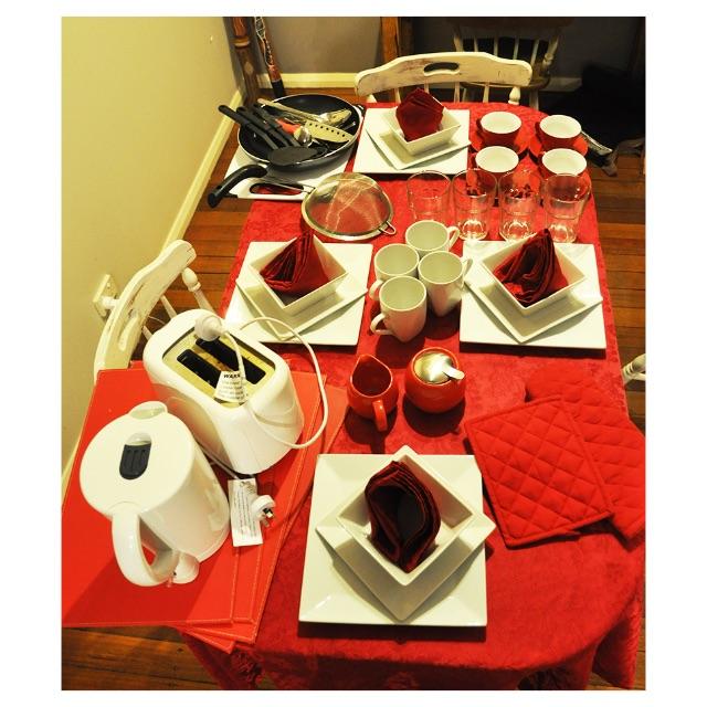 Luxury Dinner Set - Dinnerware + kettle&toaster - over 80 pieces!