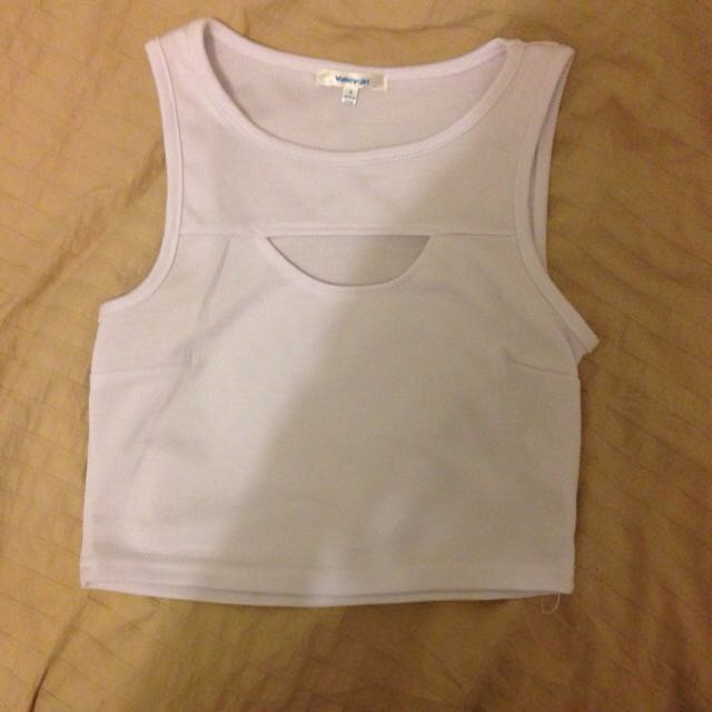 Valley Girl Whit Cut Out Crop Size Small Never Worn