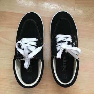 Simple Size 7 Sneakers