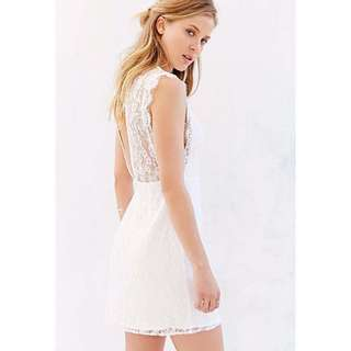 WHITE LACE BACKLESS DRESS SIZE S