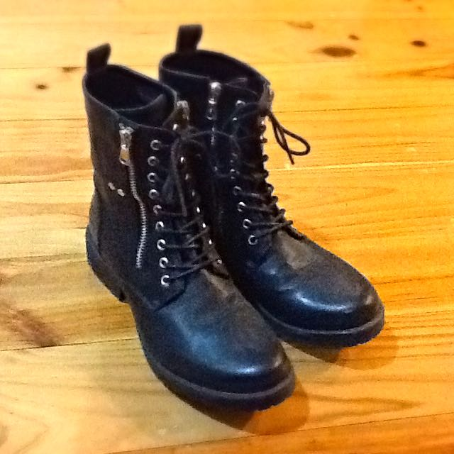 Betts Black Boots (size 8)