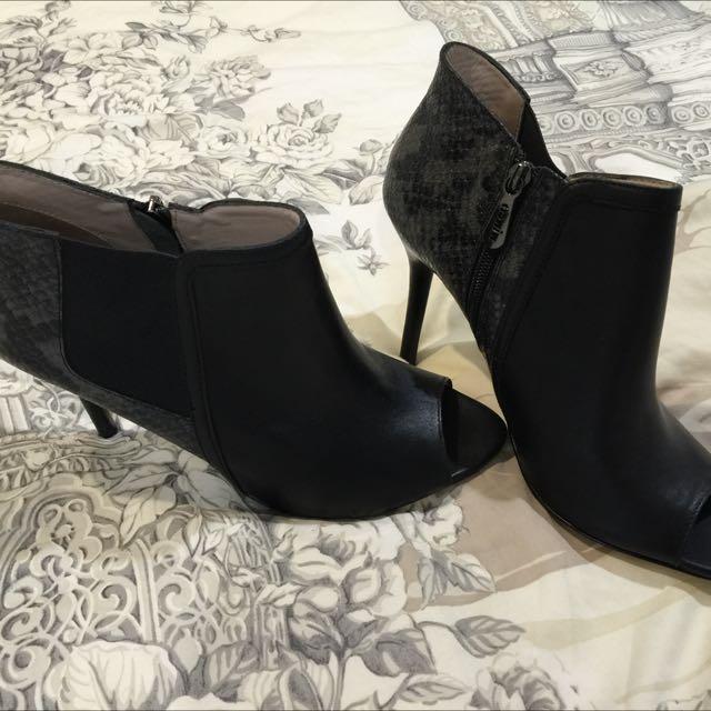 Black leather Mimco shoes sz 10