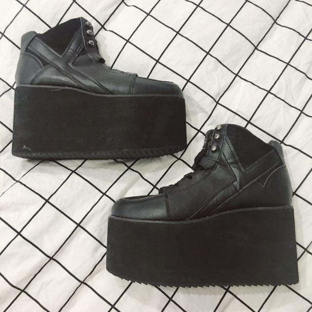 y.r.u qozmo platform sneakers