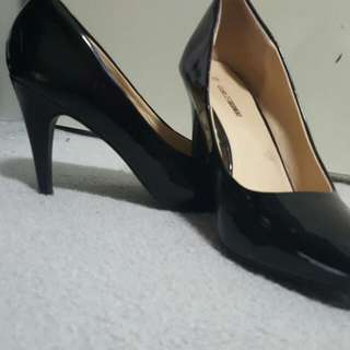 Plain Black Shiny Leather Heels