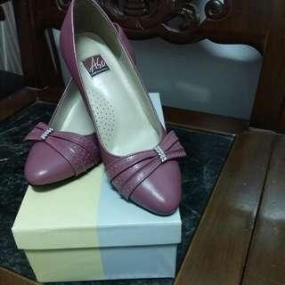 阿瘦粉色高跟鞋
