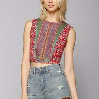 RED PATTERN CROP TOP SIZE S