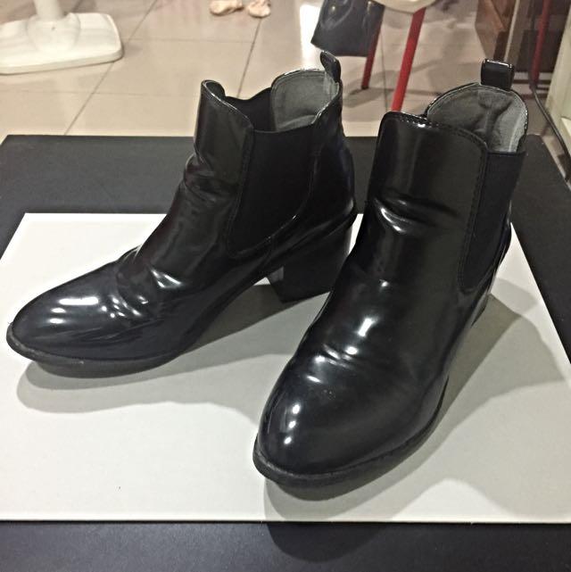 黑靴(可議)
