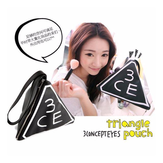 韓國 3CE 經典黑底仿皮立體三角形手拿化妝包