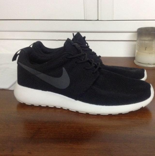 235722e99fb8e Brand New Nike Roshe MENS Shoes - Size US 10 or 11