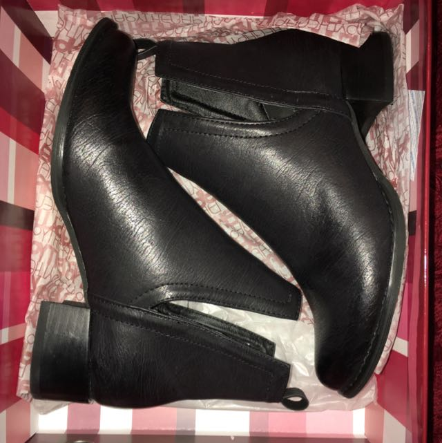 Size 6 Therapy boots