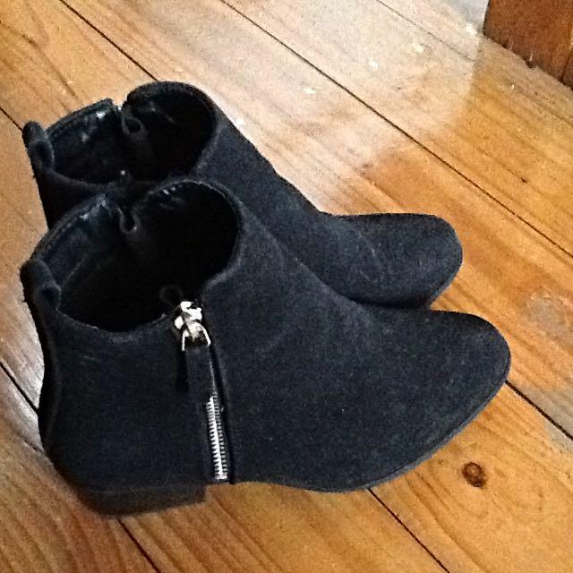 (pending) Suede Black Rubi Boots