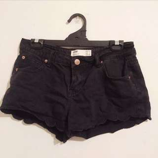 Black Denim Shorts With Scollaped Edge