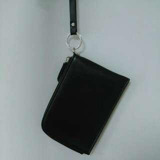 黑色頸掛包