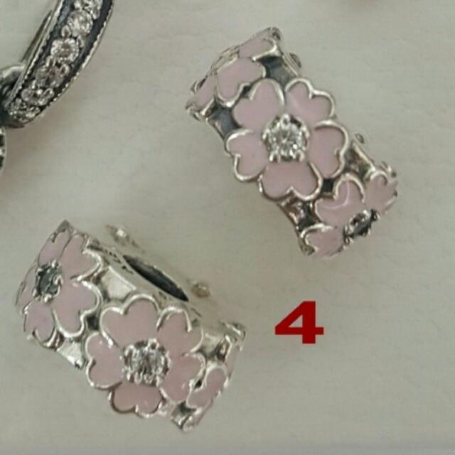 潘朵拉粉紅琺瑯小花夾扣