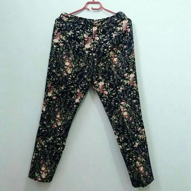 Celana Panjang Motif Bunga-bunga
