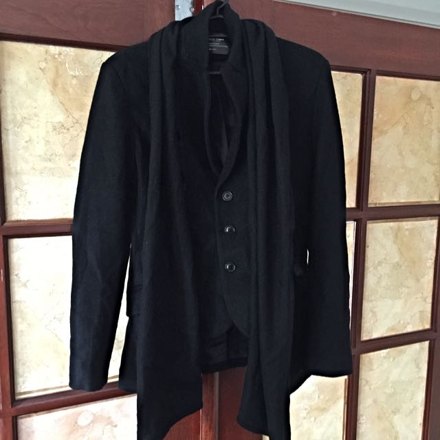 Close- Fitting black Coat