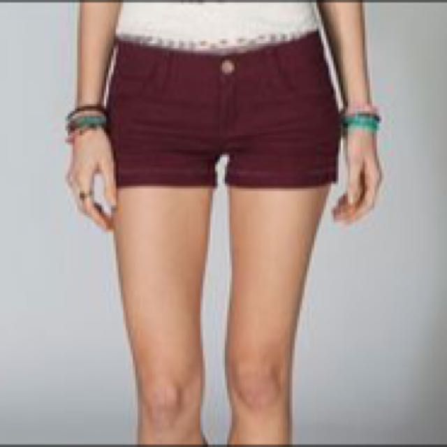 516d00539 H&M Maroon Denim Shorts, Women's Fashion on Carousell