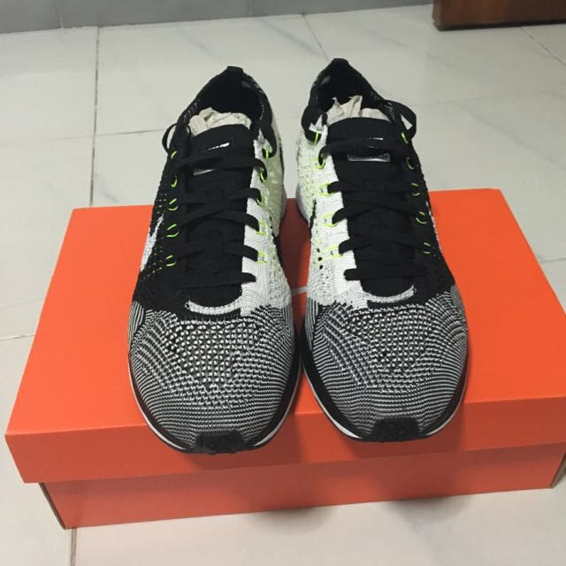 Nike Flyknit Racer - Black/white/volt