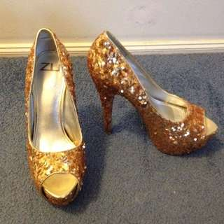 Size 7-8 Gold Sequinned High Heel Shoes (from Zu)