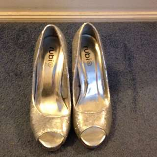 Size 38 Silver Sequinned High Heels