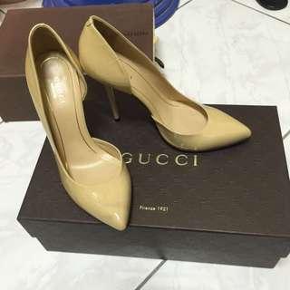Gucci裸色漆皮高跟鞋