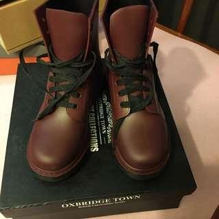 棗紅色水鞋