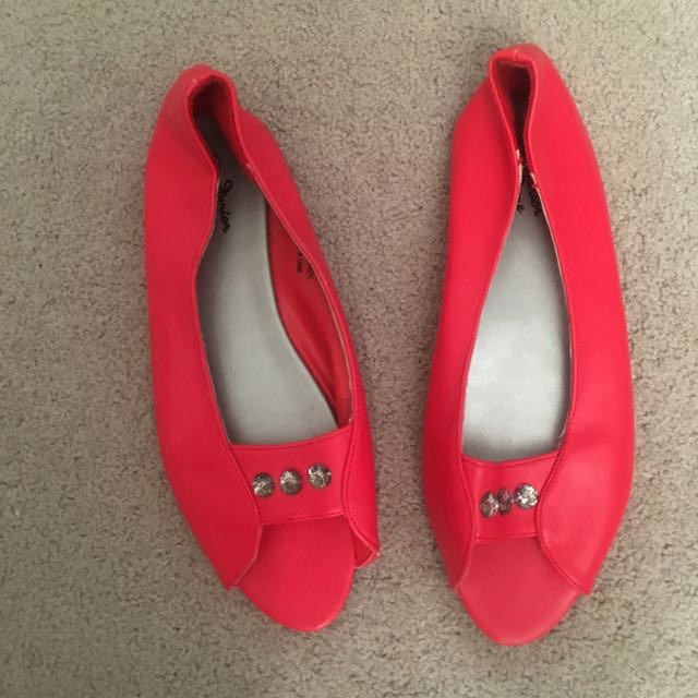 Size 4/34 Girls Junior Zone Red Flat Open Top Flat Shoes