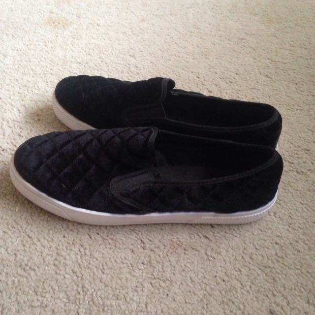Size 8 ASOS quilted Black Plimsolls