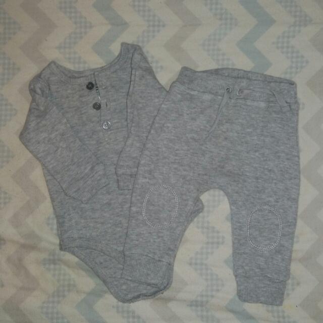 Grey Two Piece Set Size 000 / 0-3M