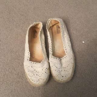 Size 6.5/37.5 Women's Flat Shoes Laced White Fabric Casual Shoe