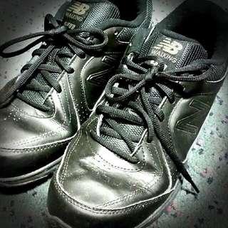 Preloved women's Black New Balance Walking Shoes