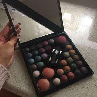 Models Prefer Eyeshadow And Blush Palette