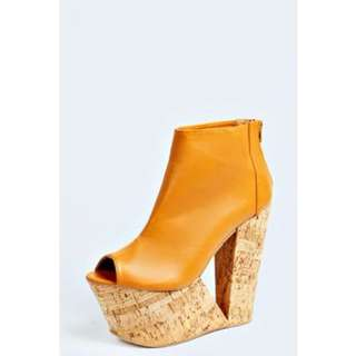 Victoria Wedge Shoot Boot Size 8