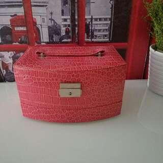 Estee Lauder 粉紅色仿鱷魚皮首飾盒 三層有鎖有鏡