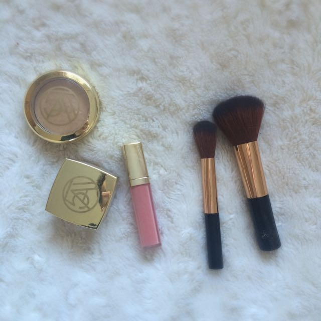 ON HOLD Fifth Avenue Makeup