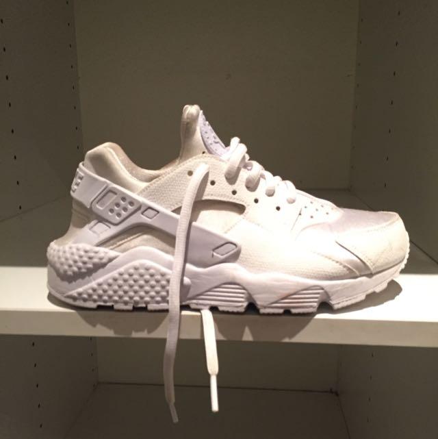 Nike Huaraches White