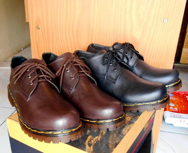 Wanita 8 Lubang hole Merah Source · Sepatu Low Boots Docmart Dr Martens .